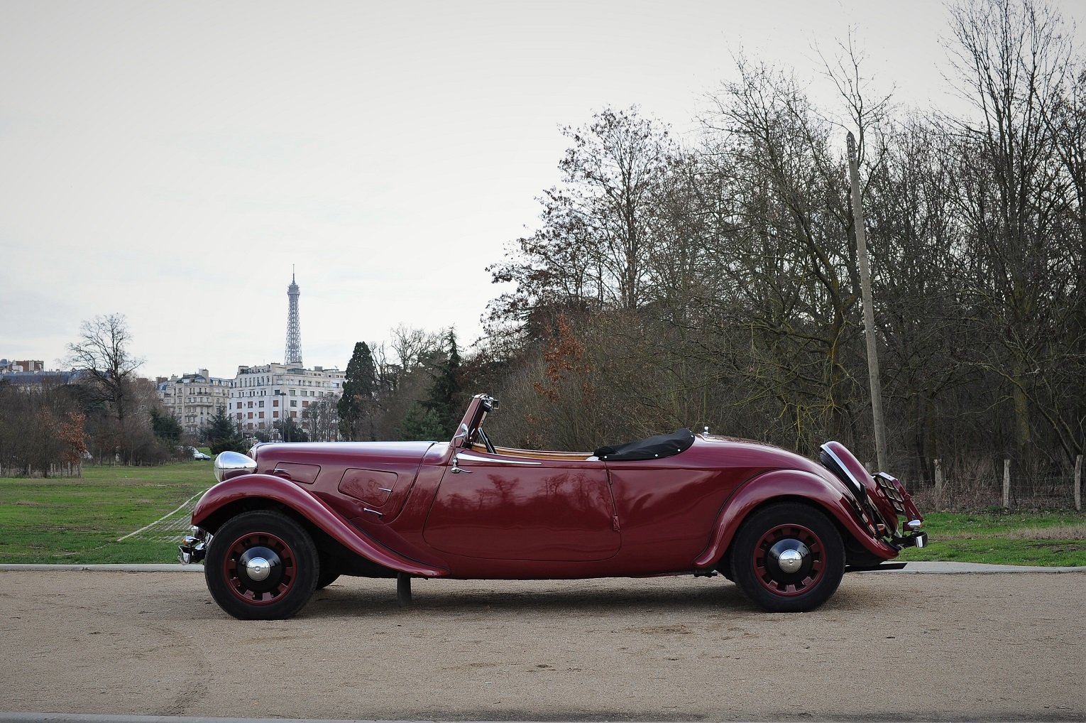 1938 – Citroën Traction 11 B Cabriolet For Sale by Auction (picture 3 of 5)