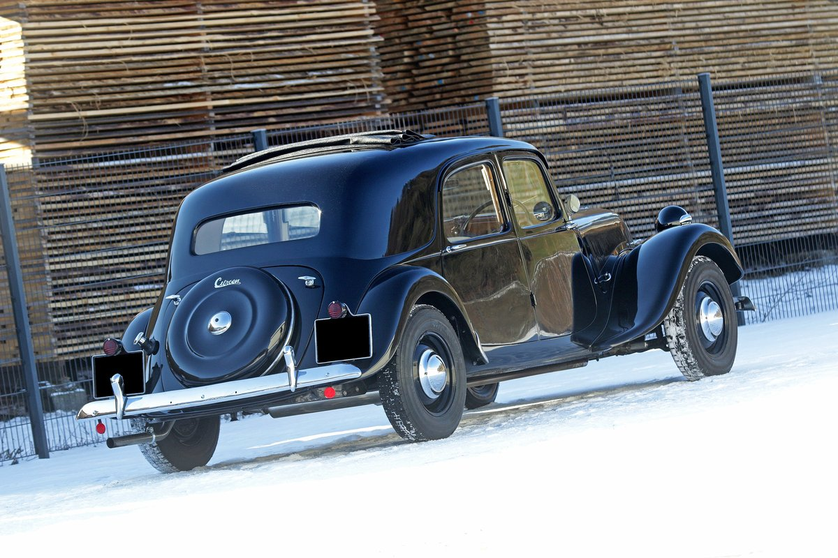 1952 - Citroën Traction Big 6  For Sale by Auction (picture 2 of 5)