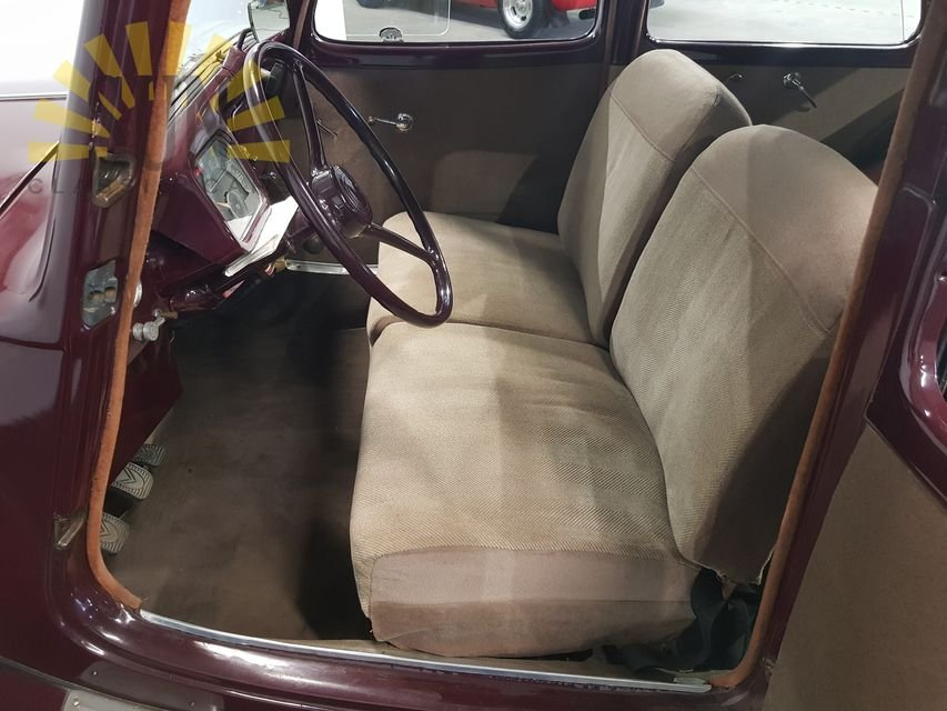 Citroen Traction Avant 1955 Burgundy red For Sale (picture 5 of 6)