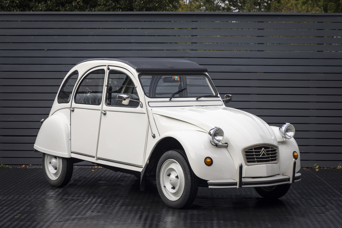 1988 Citreon 2CV CLUB LHD SOLD (picture 1 of 23)