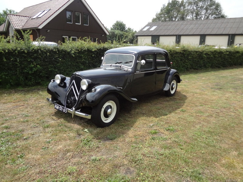 1956 Citroen Traction Avant 11BL  SOLD (picture 1 of 6)