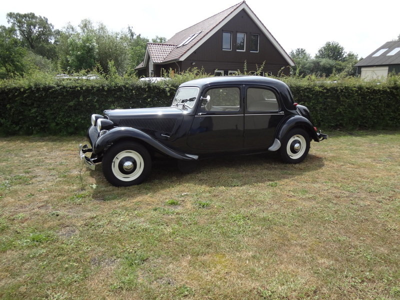 1956 Citroen Traction Avant 11BL  SOLD (picture 2 of 6)