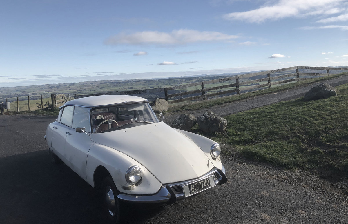 1963 Lovely RHD Slough-built rare Citroen ID19 For Sale (picture 1 of 5)