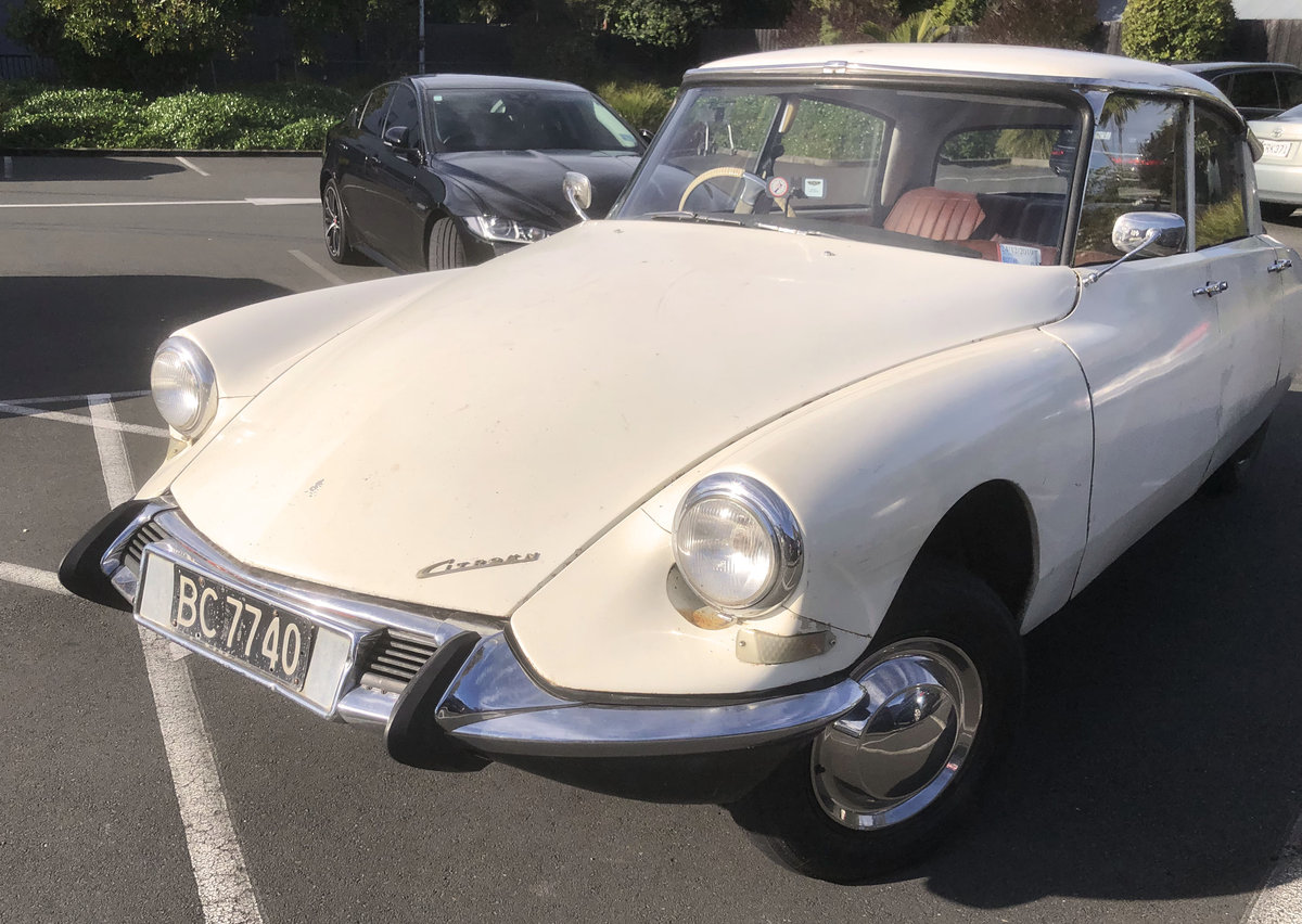 1963 Lovely RHD Slough-built rare Citroen ID19 For Sale (picture 3 of 5)