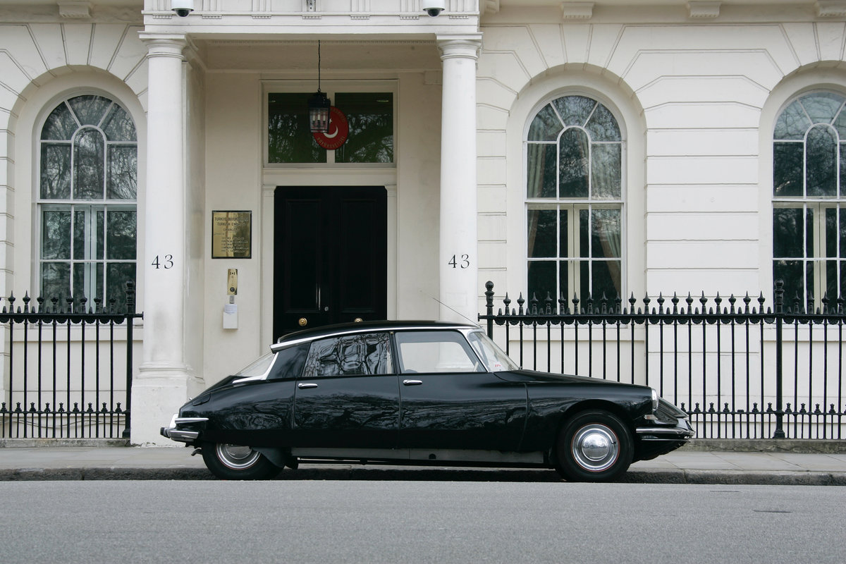 1959 Citroen DS19 Prestige Saloon by Chapron For Sale (picture 2 of 6)