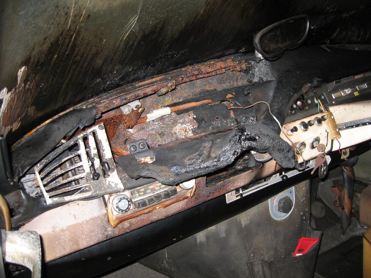 1966 Citroen DS19 vg body & mechanics, fire damage SOLD (picture 3 of 6)