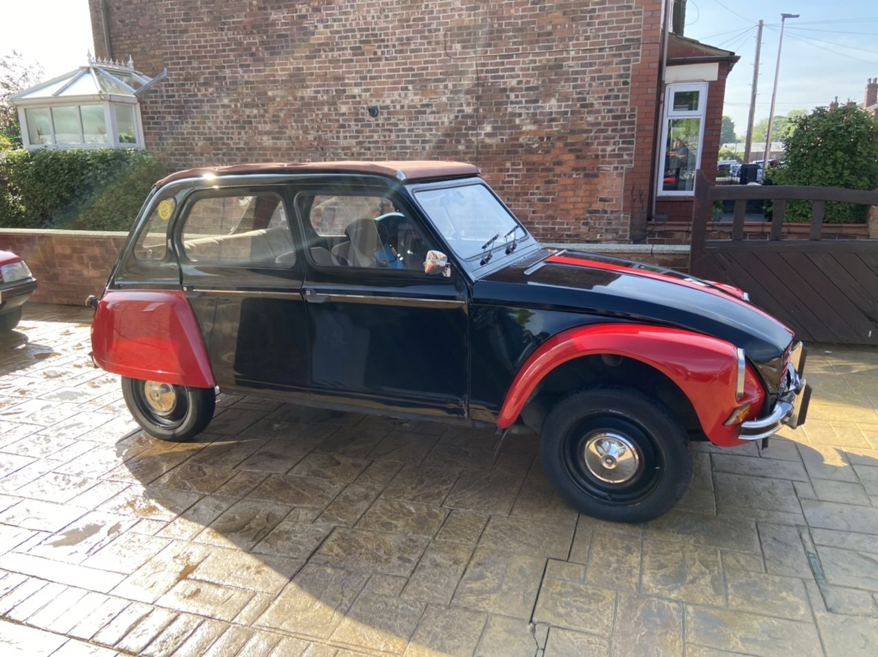 1982 Citroen Dyane Black/Red SOLD (picture 3 of 6)