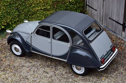 1984 Citroën 2CV6 Charleston in immaculate original condition. SOLD (picture 3 of 6)