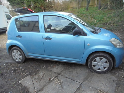 2007 07 DAIHATSU 1LTR 5 SPEED  SPORT MODEL 5 DOOR HACH R/TAX 30 For Sale (picture 2 of 6)