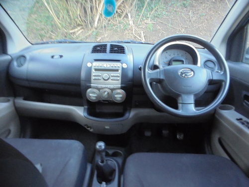 2007 07 DAIHATSU 1LTR 5 SPEED  SPORT MODEL 5 DOOR HACH R/TAX 30 For Sale (picture 5 of 6)
