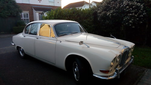1968 daimler sovereign 4.2 auto For Sale (picture 1 of 6)
