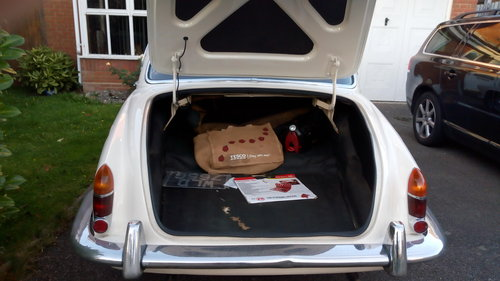 1968 daimler sovereign 4.2 auto For Sale (picture 4 of 6)