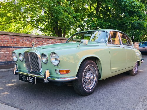 1968 DAIMLER 420 SOVEREIGN - WILLOW GREEN - RESTORED CAR SOLD (picture 1 of 6)