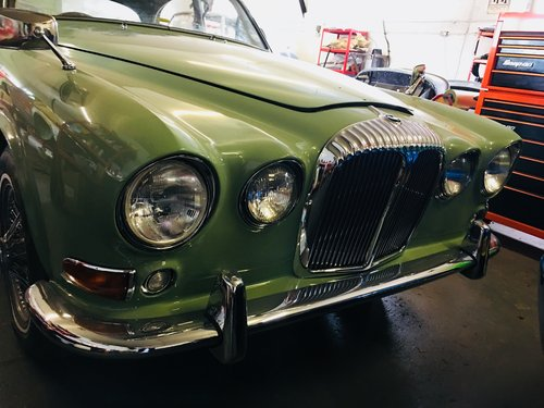 1968 DAIMLER 420 SOVEREIGN - WILLOW GREEN - RESTORED CAR SOLD (picture 2 of 6)