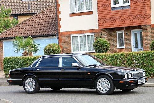 2002 Daimler Super V8 For Sale (picture 3 of 6)