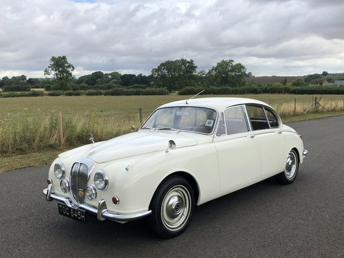 1970 Daimler 250 V8 Automatic SOLD (picture 1 of 6)