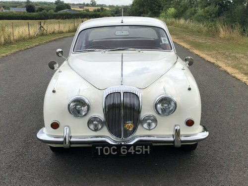 1970 Daimler 250 V8 Automatic SOLD (picture 2 of 6)