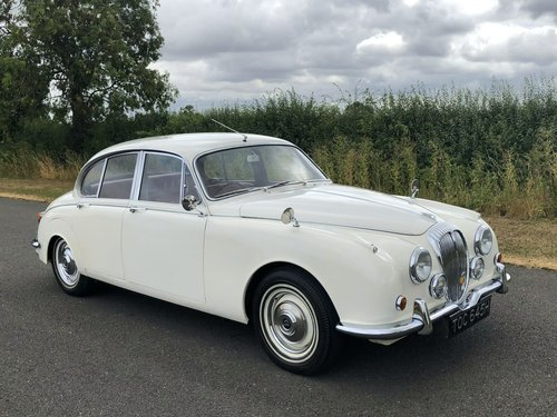 1970 Daimler 250 V8 Automatic SOLD (picture 3 of 6)