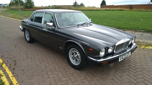 1990 DAIMLER DOUBLE SIX SERIES 3 - 33000 MILES - JAP IMPORT  SOLD (picture 2 of 6)