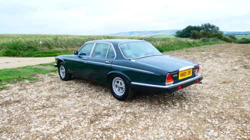 1990 Daimler Double Six 5.3 litre V12 Automatic SOLD (picture 2 of 6)