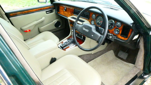 1990 Daimler Double Six 5.3 litre V12 Automatic SOLD (picture 4 of 6)