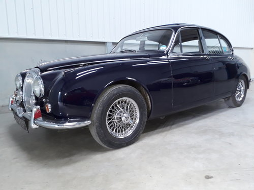 1968 Stunning Daimler 250 V8 Saloon SOLD (picture 2 of 6)