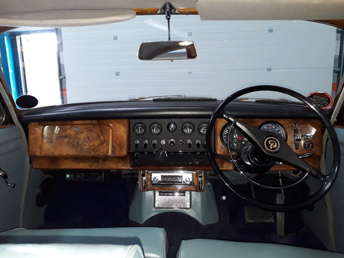 1968 Stunning Daimler 250 V8 Saloon SOLD (picture 6 of 6)