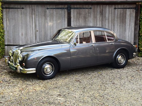 1964 Completely restored and matching nrs Daimler V8 Saloon (LHD) For Sale (picture 1 of 6)