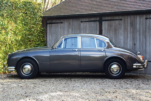 1964 Completely restored and matching nrs Daimler V8 Saloon (LHD) For Sale (picture 2 of 6)