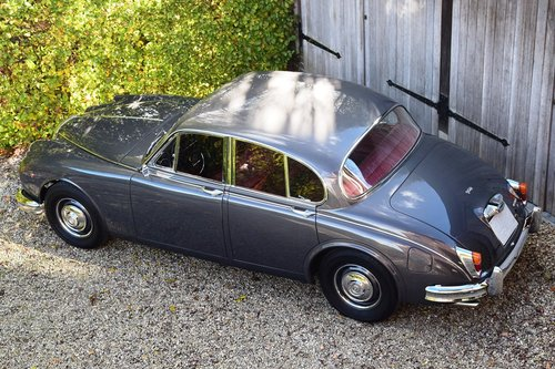 1964 Completely restored and matching nrs Daimler V8 Saloon (LHD) For Sale (picture 3 of 6)
