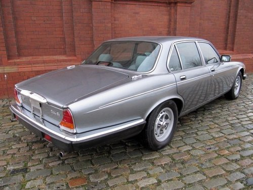 1993 DAIMLER DOUBLE SIX 5.3 AUTOMATIC * LOW MILEAGE FRESH IMPORT For Sale (picture 2 of 6)