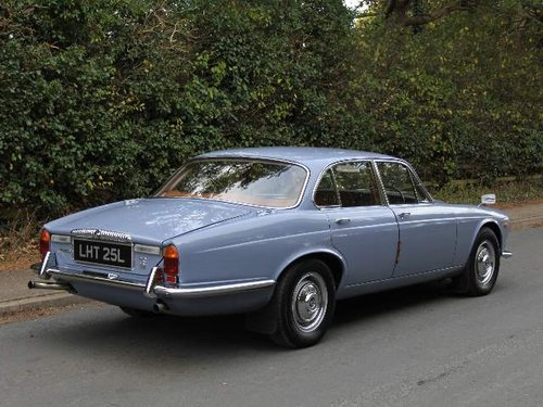 1973 Daimler Sovereign 2.8 Series I Manual O/D, 12,500 MILES SOLD (picture 3 of 6)