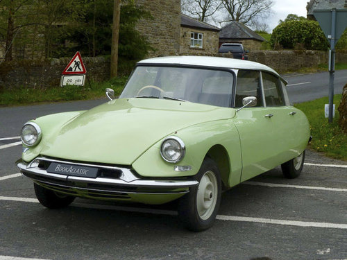 1969 Classic Wedding Cars Edinburgh & Glasgow For Hire (picture 2 of 5)