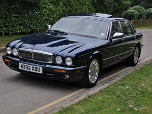 DAIMLER SUPER V8 LWB 2000/W 64000m - FSH - SAPPHIRE BLUE For Sale