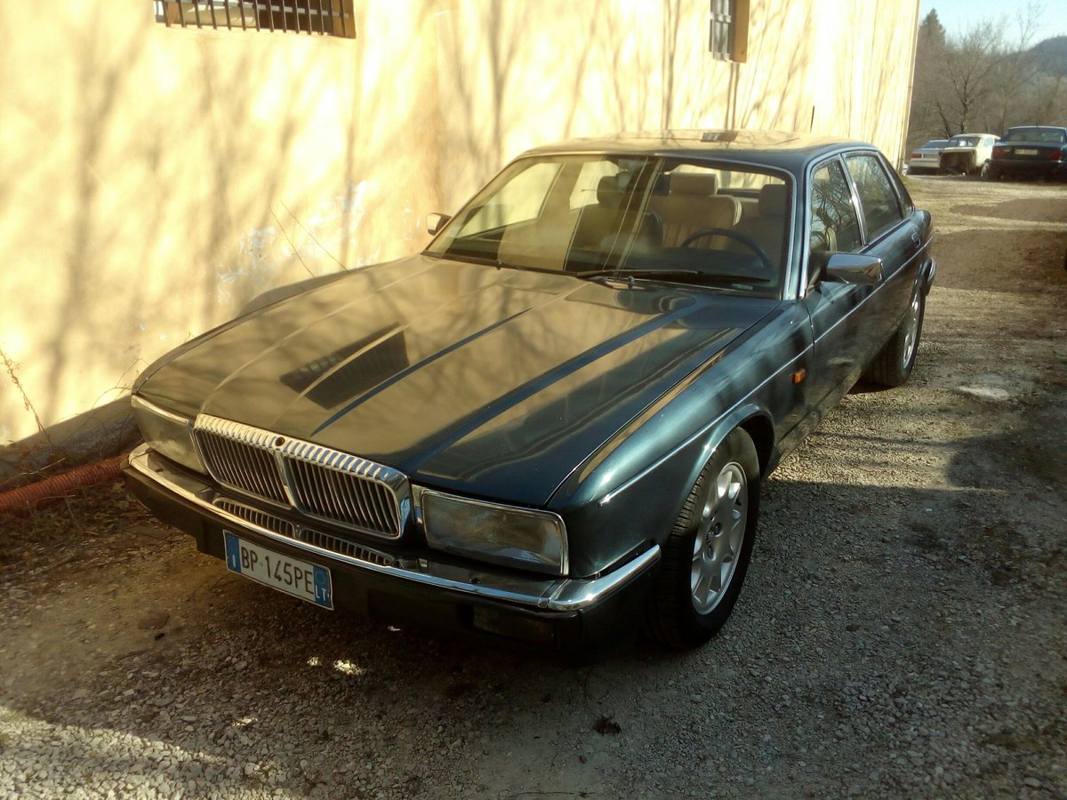 1990 Daimler Sovereign 4.0 For Sale (picture 1 of 6)