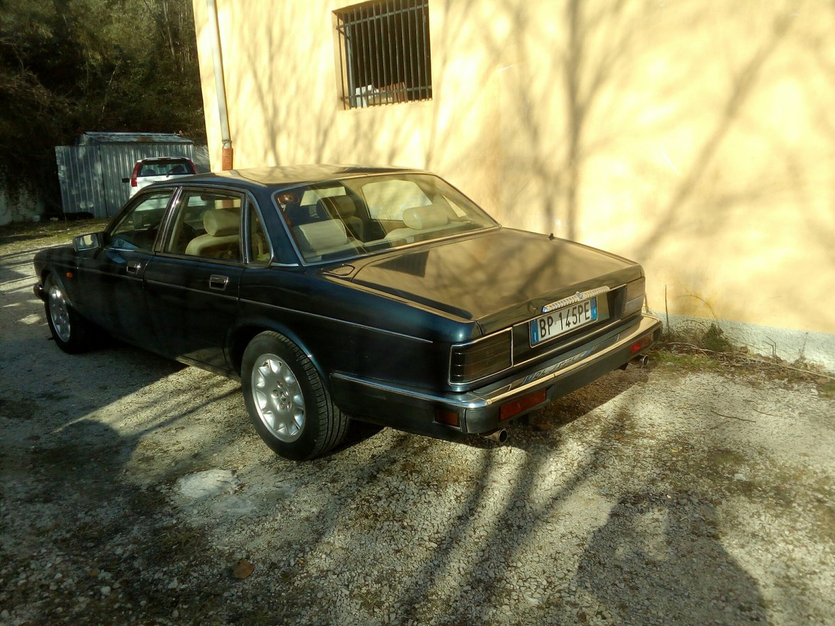 1990 Daimler Sovereign 4.0 For Sale (picture 2 of 6)
