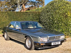 1990 Daimler 4.0 XJ40 Series **Low Mileage, Walnut Picnic Table** For Sale