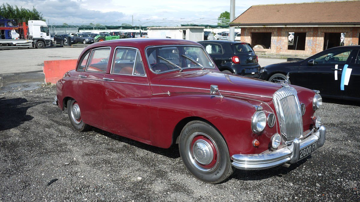 1965 Daimler Majestic Major For Sale by Auction (picture 2 of 5)