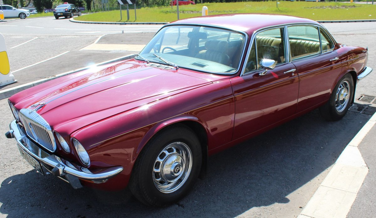 1976 Daimler Sovereign 4.2 LWB Series 2 Saloon , 61,000 reco SOLD (picture 2 of 6)