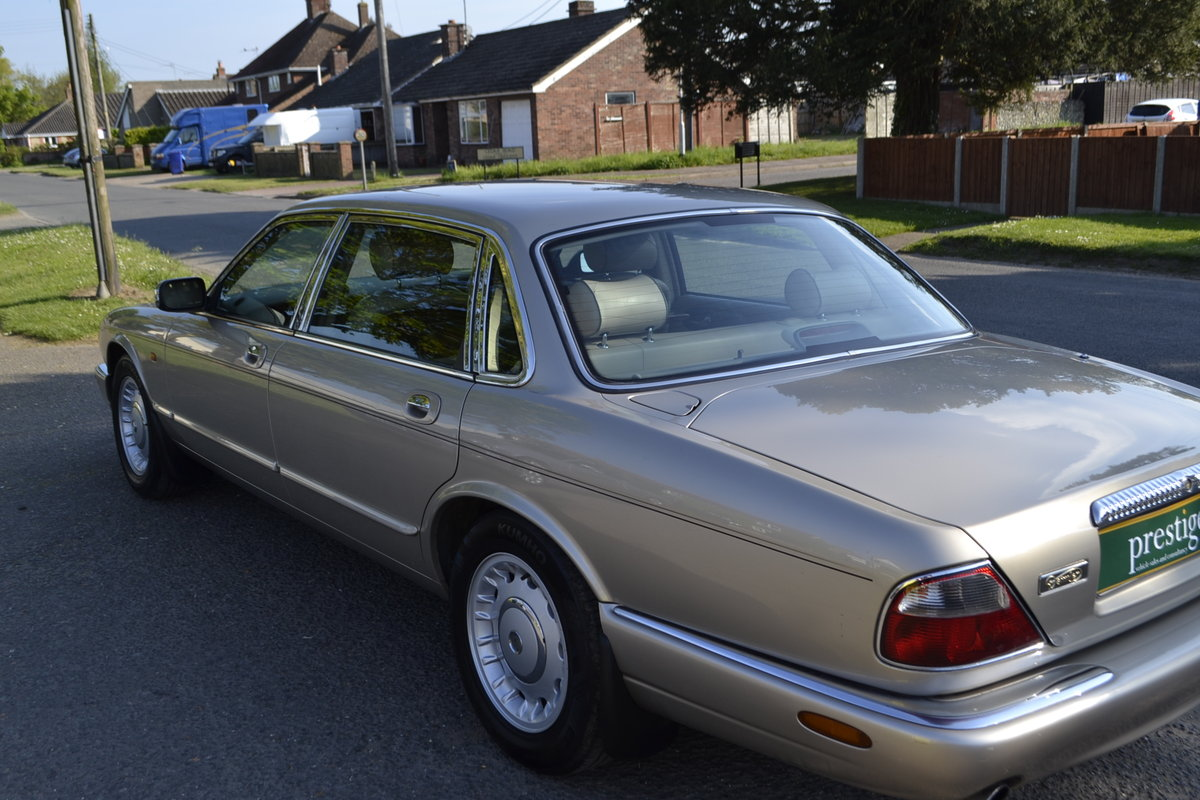 1998 Daimler V8 LWB - superb + superb history For Sale (picture 4 of 12)