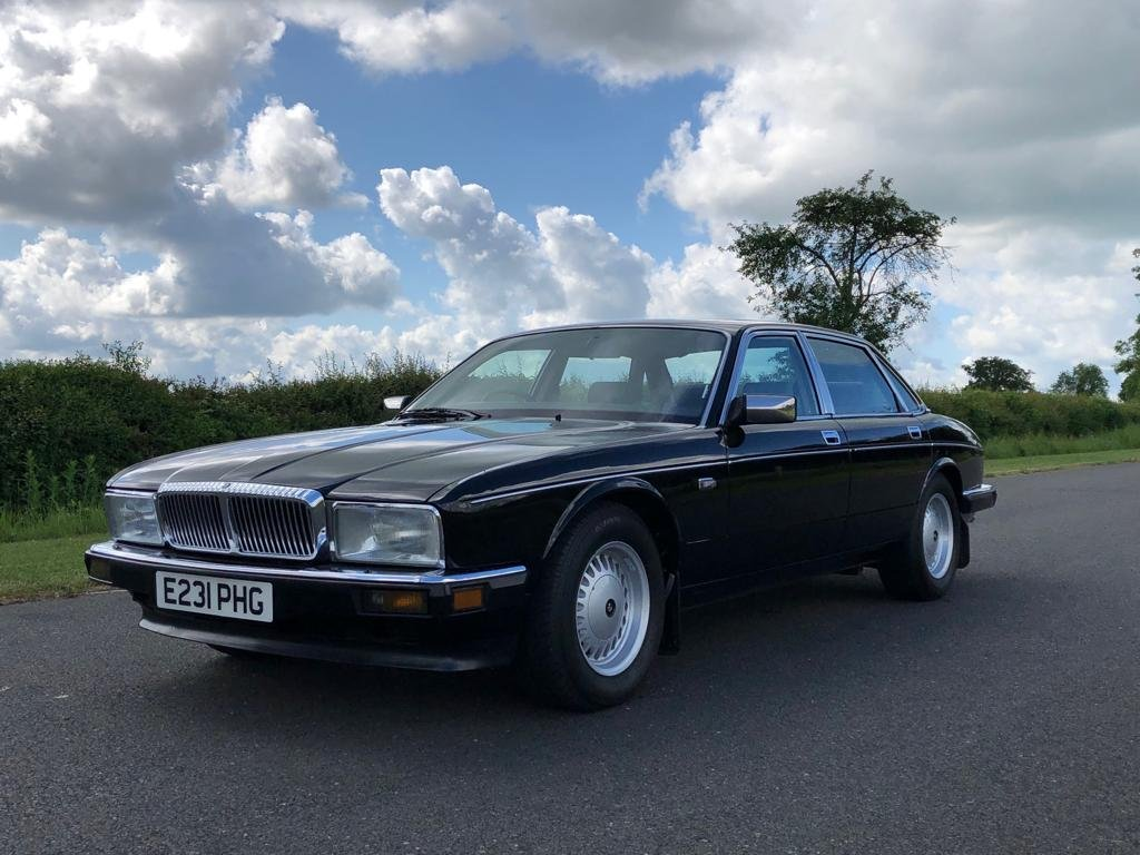 1988 Daimler 3.6 Automatic (XJ40).  SOLD (picture 1 of 6)