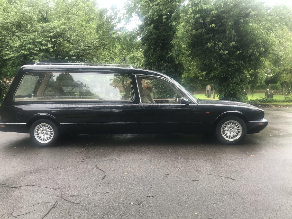 2002 Jaguar Daimler V8 Hearse For Sale (picture 2 of 6)