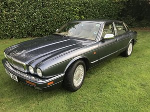 1995 Daimler Six / Jaguar X300 For Sale