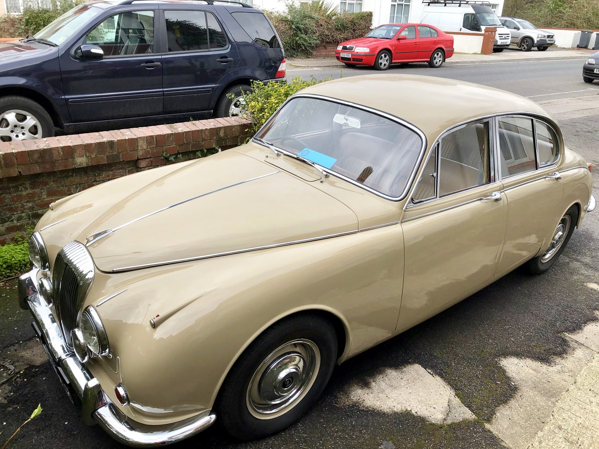 Daimler 250 V8 2.5 1968 Classic Saloon Honey Beige For Sale (picture 1 of 6)
