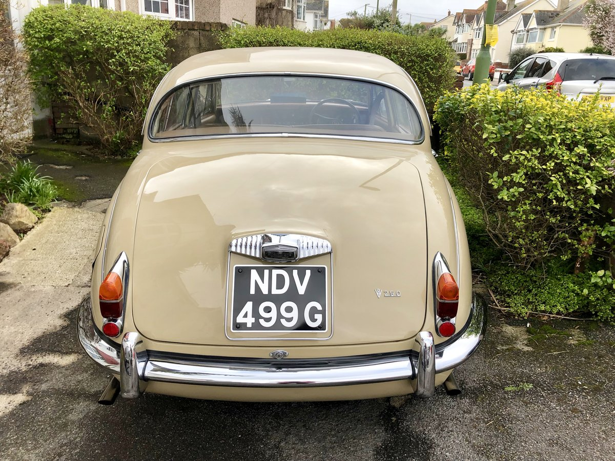 Daimler 250 V8 2.5 1968 Classic Saloon Honey Beige For Sale (picture 2 of 6)