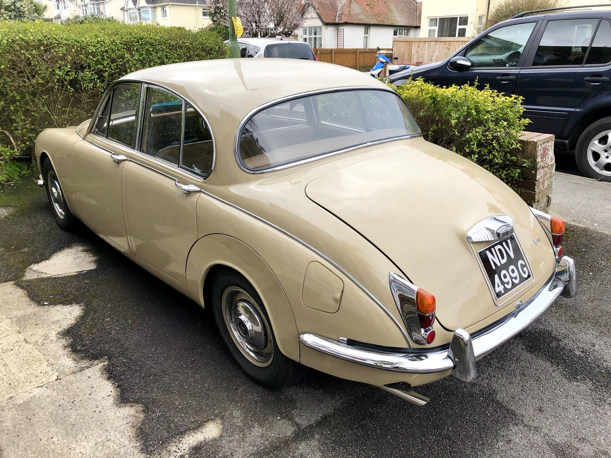 Daimler 250 V8 2.5 1968 Classic Saloon Honey Beige For Sale (picture 3 of 6)