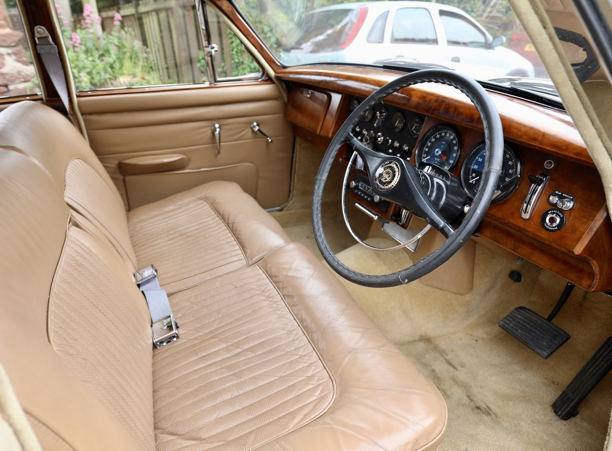 Daimler 250 V8 2.5 1968 Classic Saloon Honey Beige For Sale (picture 4 of 6)