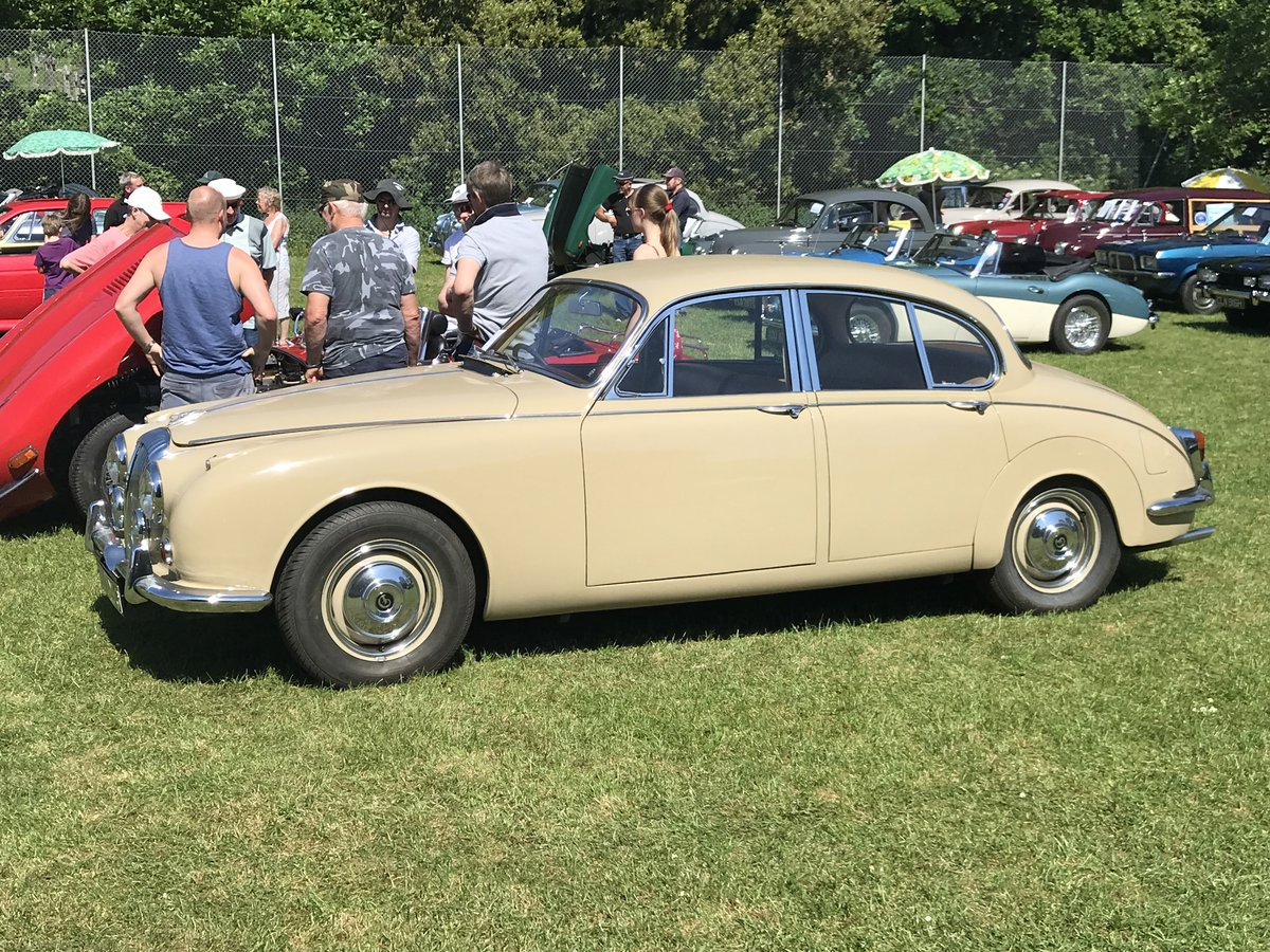 Daimler 250 V8 2.5 1968 Classic Saloon Honey Beige For Sale (picture 6 of 6)