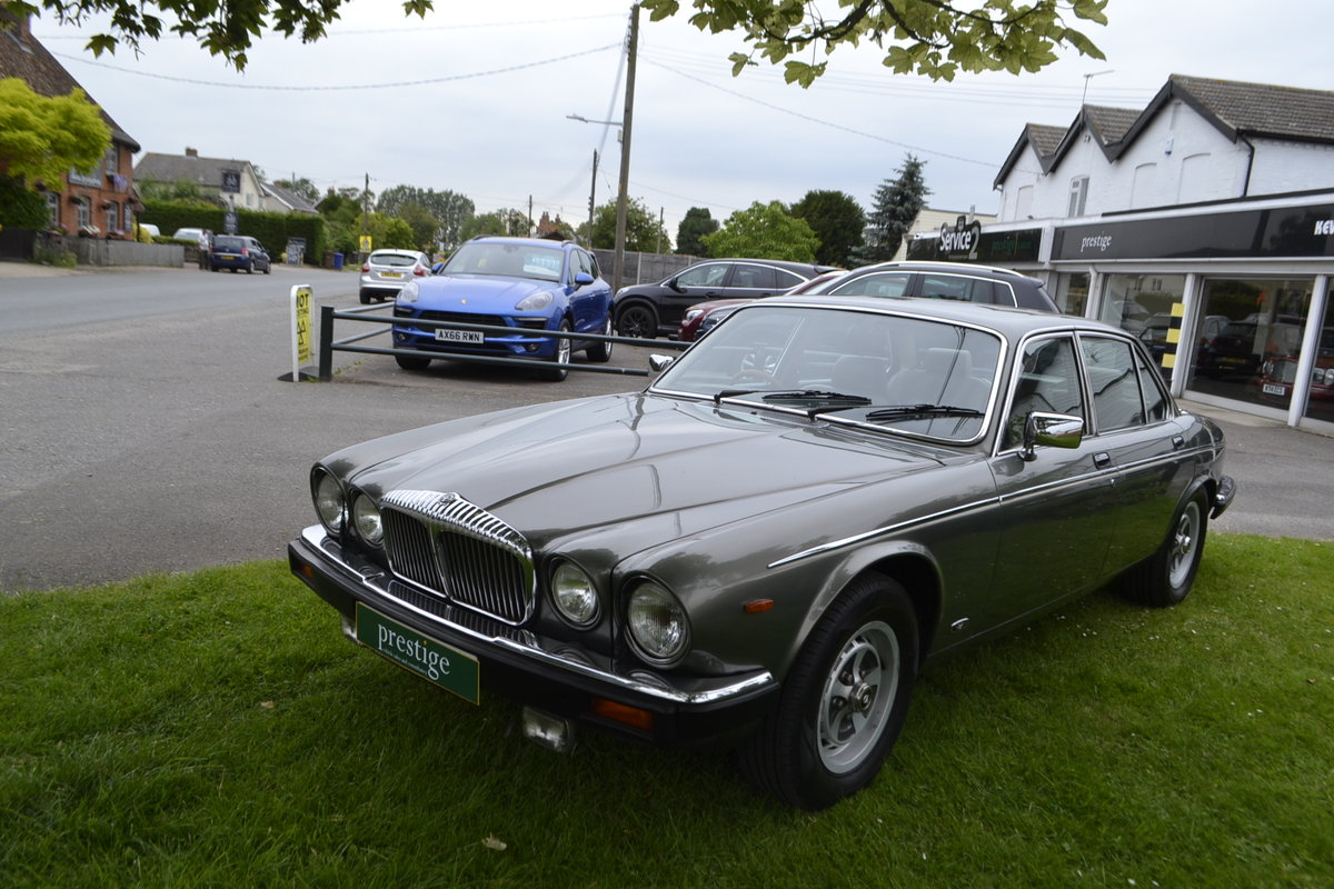 1992 Daimler Double Six - Series III For Sale (picture 1 of 12)