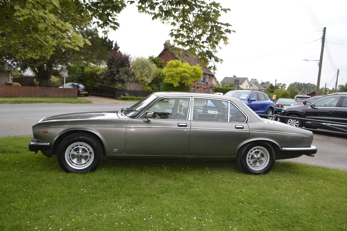 1992 Daimler Double Six - Series III For Sale (picture 3 of 12)